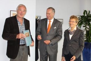 overhandiging-boek-burgemeester-27-11-2013